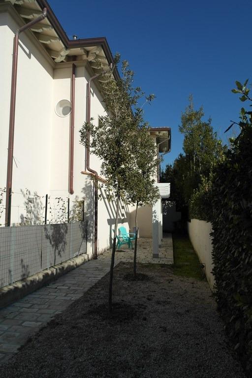 Foto Casa Bi/Trifamiliare Rif.AF302