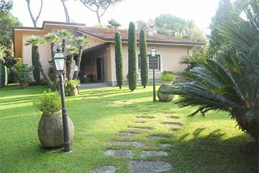 Main photo about Villa Ref.AF024 for seasonal-rent located in Forte dei Marmi