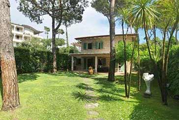 Foto Villa Rif.AF068 in affitto-stagionale situato a Forte dei Marmi