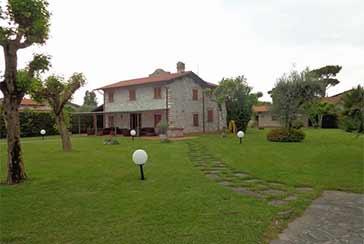 Foto Villa Rif.AF073 in affitto-stagionale situato a Forte dei Marmi