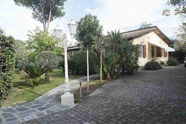 Foto Villa Rif.AF077 in affitto-stagionale situato a Forte dei Marmi
