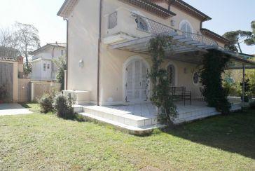 Foto Villa Rif.AF141 in affitto-stagionale situato a Marina di Pietrasanta