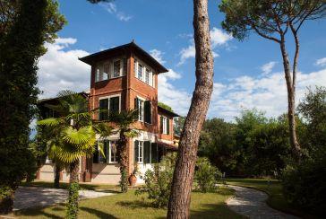 Main photo about Villa Ref.AF155 for seasonal-rent located in Marina di Massa