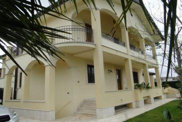 Foto Villa Rif.AF160 in affitto-stagionale situato a Forte dei Marmi