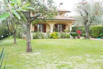 Foto Villa Rif.AF222 in affitto-stagionale situato a Forte dei Marmi