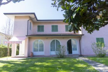 Main photo about Villa Ref.AFS315 for weekly-rent located in Forte dei Marmi