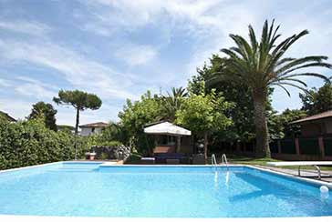 Main photo about Villa with swimming pool Ref.AF007 for seasonal-rent located in Forte dei Marmi