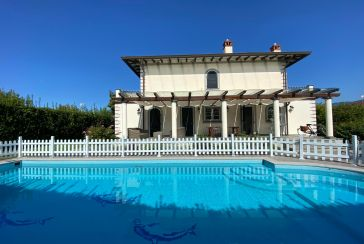 Main photo about Villa with swimming pool Ref.AF016 for seasonal-rent located in Forte dei Marmi