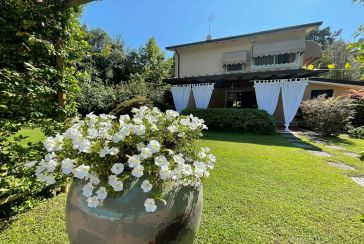 Main photo about Villa with swimming pool Ref.AF117 for seasonal-rent located in Marina di Massa