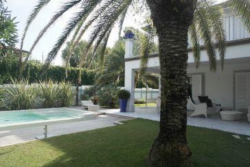 Foto Villa con Piscina Rif.AF176 in affitto-stagionale situato a Forte dei Marmi