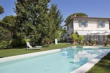 Foto Villa con Piscina Rif.AF225 in affitto-stagionale situato a Forte dei Marmi