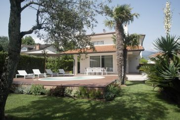 Foto Villa con Piscina Rif.AF257 in affitto-stagionale situato a Forte dei Marmi