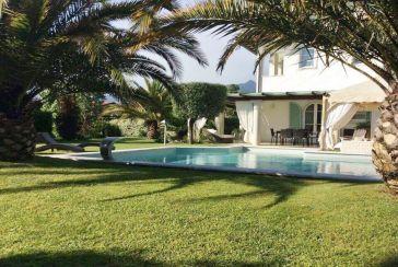 Foto Villa con Piscina Rif.AF260 in affitto-stagionale situato a Forte dei Marmi