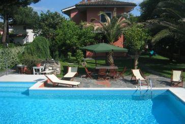 Foto Villa con Piscina Rif.AF305 in affitto-settimanale situato a Forte dei Marmi