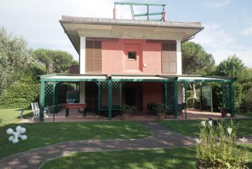 Main photo about Villa with swimming pool Ref.AF334 for seasonal-rent located in Massa