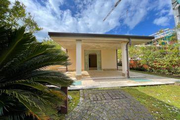 Main photo about Villa Ref.F526 for sale located in Forte dei Marmi