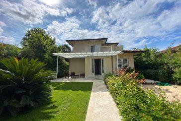Foto Villa Rif.F654 in vendita situato a Forte dei Marmi