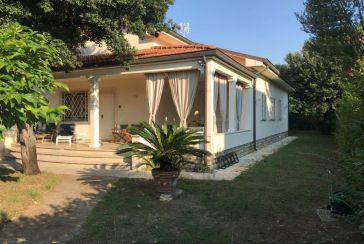 Foto Villa Rif.P367 in vendita situato a Marina di Pietrasanta