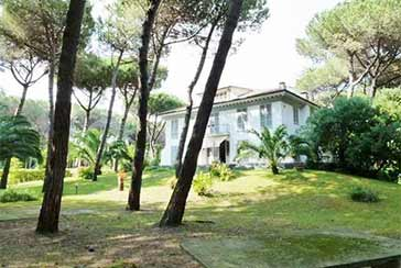 Main photo about Villa Ref.R273 for sale located in Marina di Massa